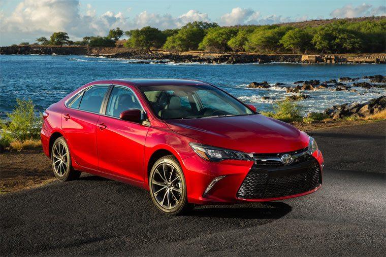 Лучшие седаны:Toyota Camry
