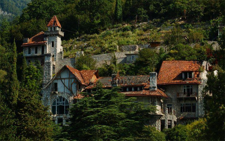 Интересных достопримечательности Абхазии: замок